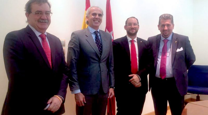 Serafín Faraldos, y el consejero de Sanidad, Enrique Ruiz