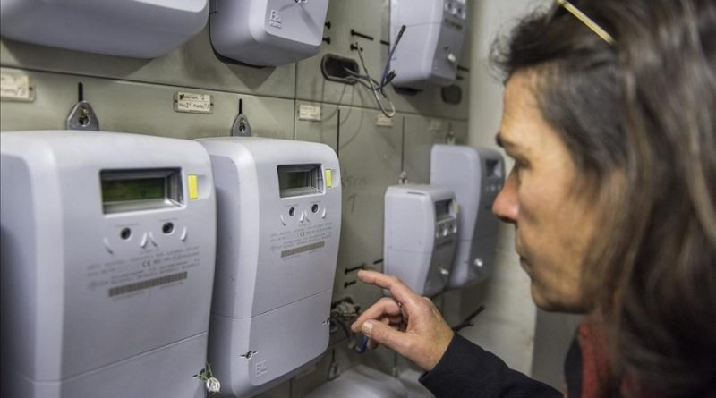 Detenidos dos falsos revisores de la luz